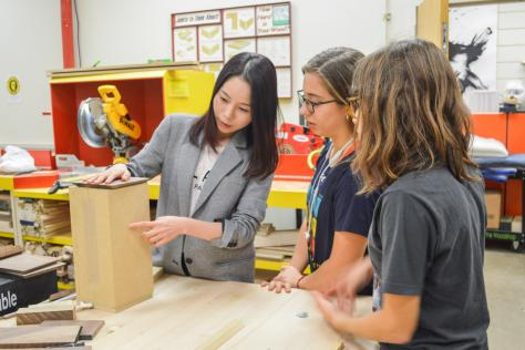 Instructor Jiwon Park in the workshop with students