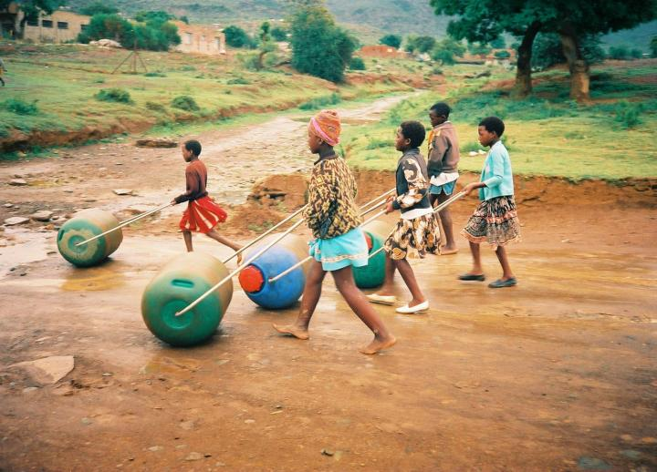 Young people purifying water while walking using Hippo Rollers